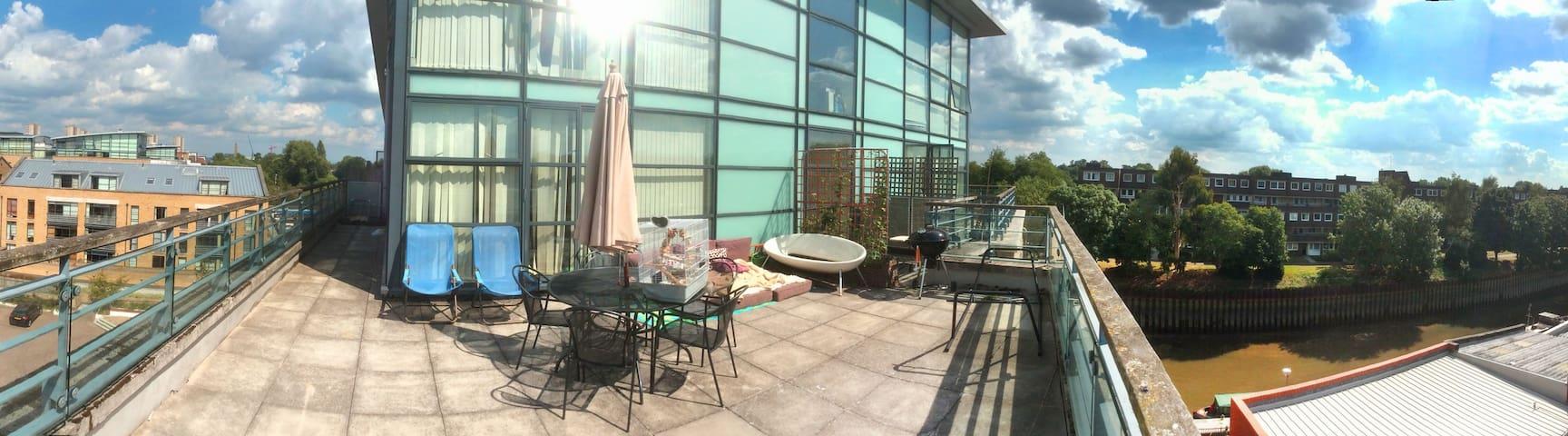 Penthouse Brentford (Master bedroom)