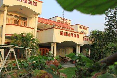 savrupson modern villa # Bed & Breakfast