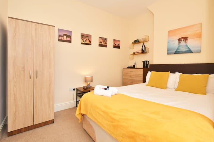 Townhouse @ 178 Ruskin Road Crewe - Double Ensuite