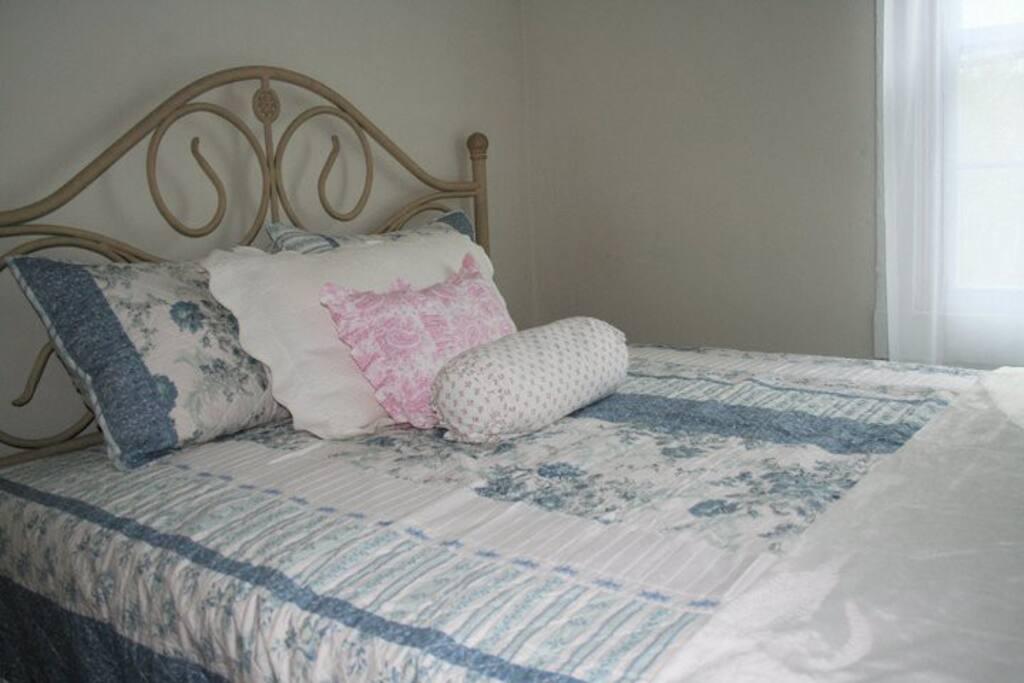 3 bedrooms with queen beds
