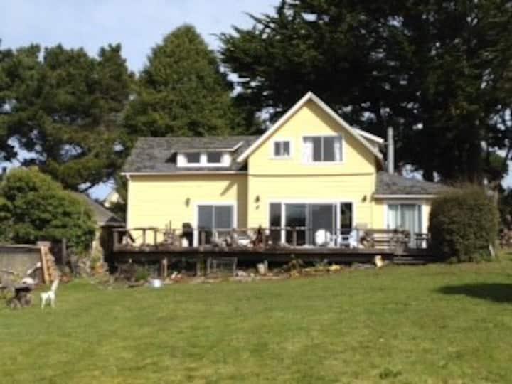 Mendocino Beach House with Ocean View & Beach Path