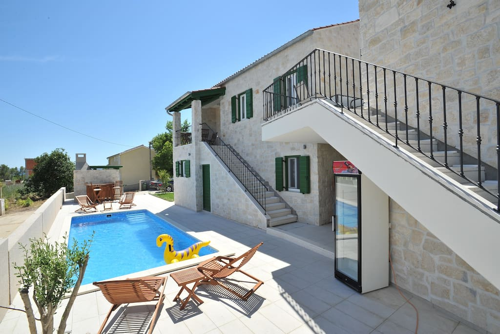 Corte Apartments - heated swimming pool