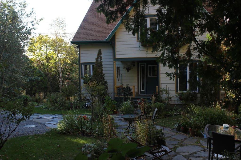La façade de la maison.