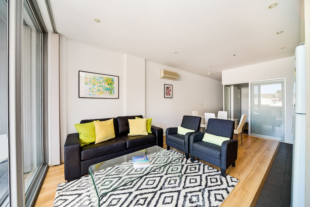 """""""Great, convenient location. Lovely apartment, clean and quiet. Free parking and wi-fi is a big plus. Parking and check in are easy, with great communication from Nick"""" - Liz"""
