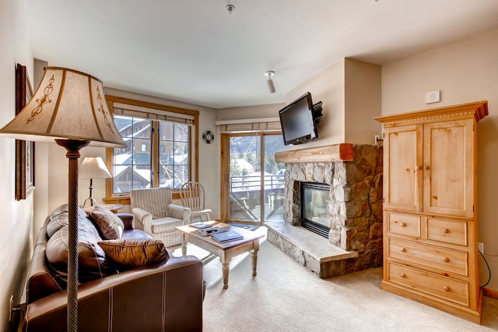 Enjoy mountain and hot tub views in front of the fireplace