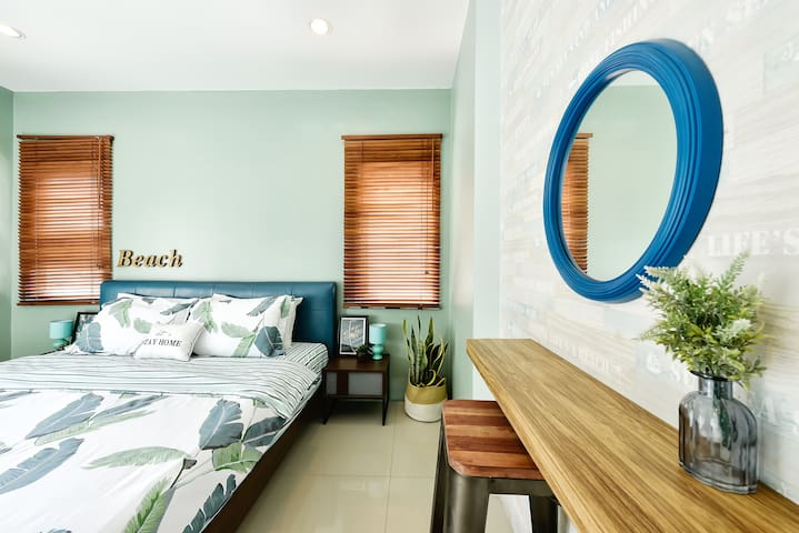 Modern Chic Townhome Patong, 3 bedrooms/sleeps 9