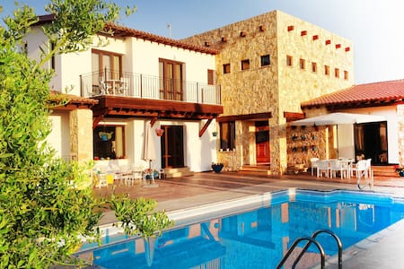 Village villa with modern flair - Anogyra