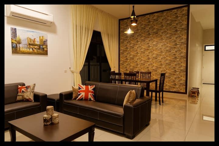 New & Cozy Family House 4BR Bkt Indah/Legoland