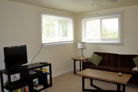 Cozy 2BD Apt in Central Bismarck - Bismarck
