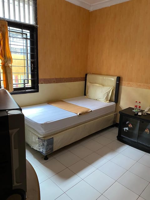 Comfy Single Room at Hotel Manau