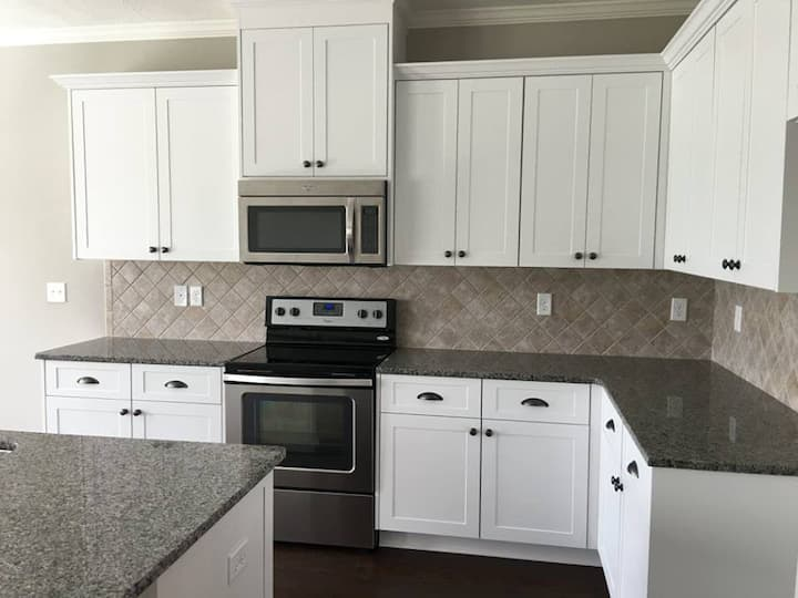 Short Term Room For Rent in a nice community!