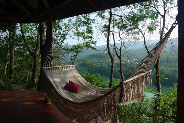 悠然台庄园,瑞士外交官,澜沧江边25亩热带雨林,5间傣式吊脚楼 —望江楼