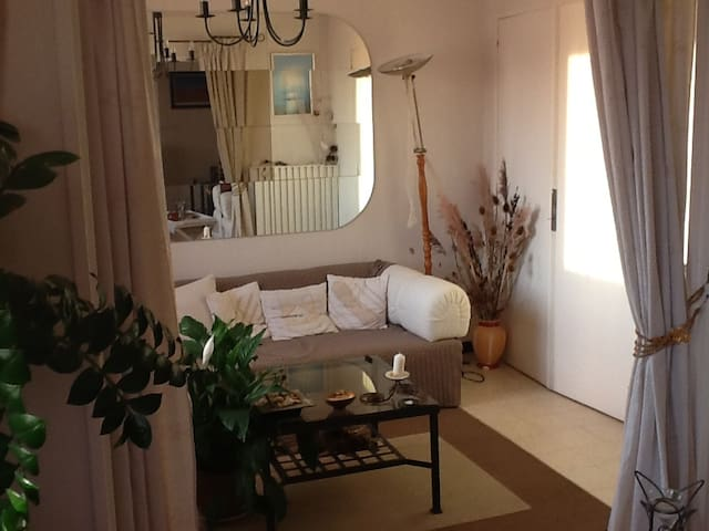 Chambre dans appartement harmonieux