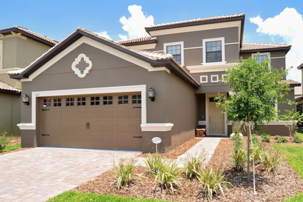 This Lavish Villa located in Champions Gate Florida, is a 5 bedroom, 4.5 bath vacation home.