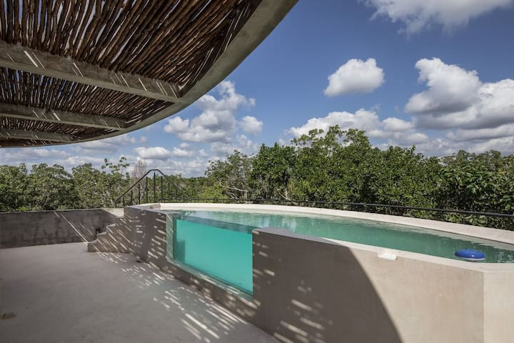 Astonishing jungle rooftop w/private pool. B L4