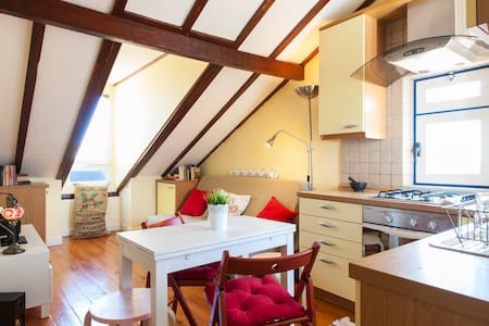 Cozy flat in old Lisbon with sights