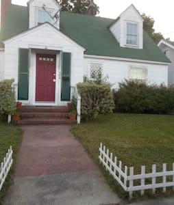 Cozy home, walk everywhere - Elizabeth City - บ้าน