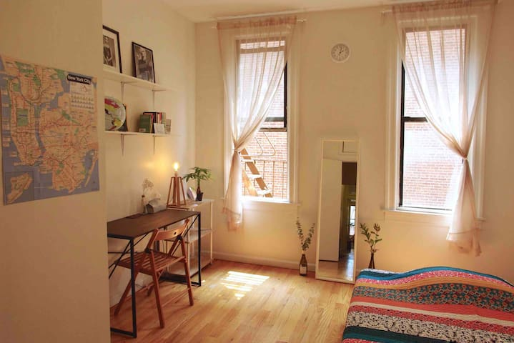Cozy Room for Female Guests/ just 30sec to Subway!
