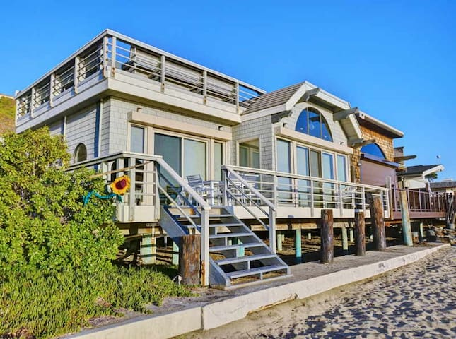 Comfortable Beach Home On The Sand