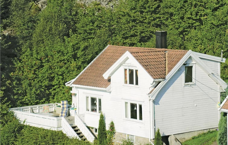 Holiday cottage with 4 bedrooms on 100m² in Lindesnes