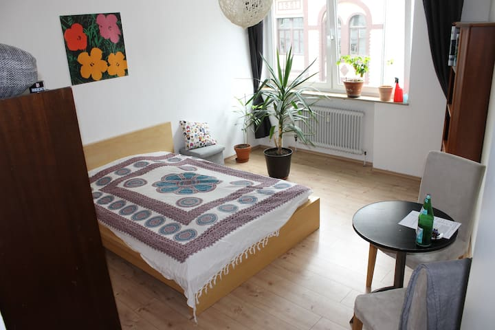 17 qm room in 50qm apartment free in Cologne south
