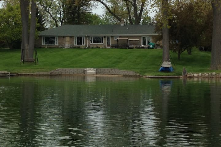 Lakehouse in Niles, Michigan close to Notre Dame