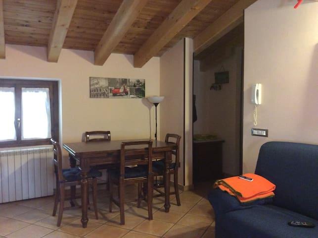 Deliziosa mansarda in montagna - Bovegno - Apartamento
