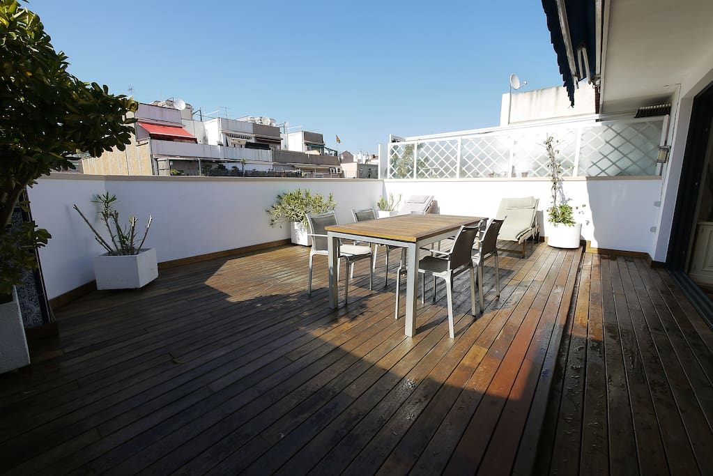 Bright Apt +40m.Terrace & Jacuzzi