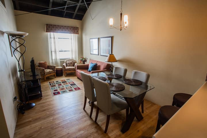 Cozy Historic Carnegie Suite Downtown Medford 1bd