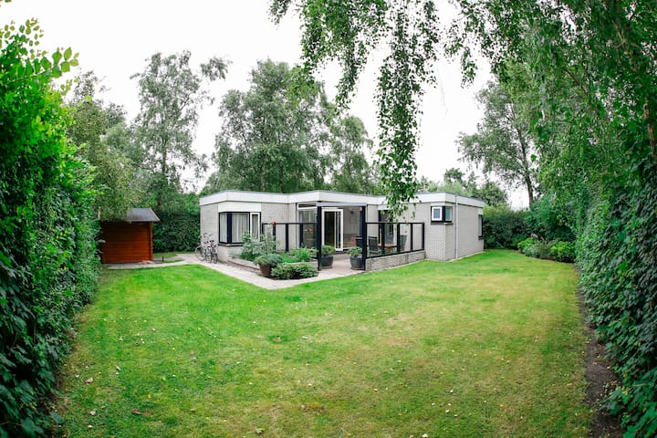 Very spacious lovely bungalow on Texel Island