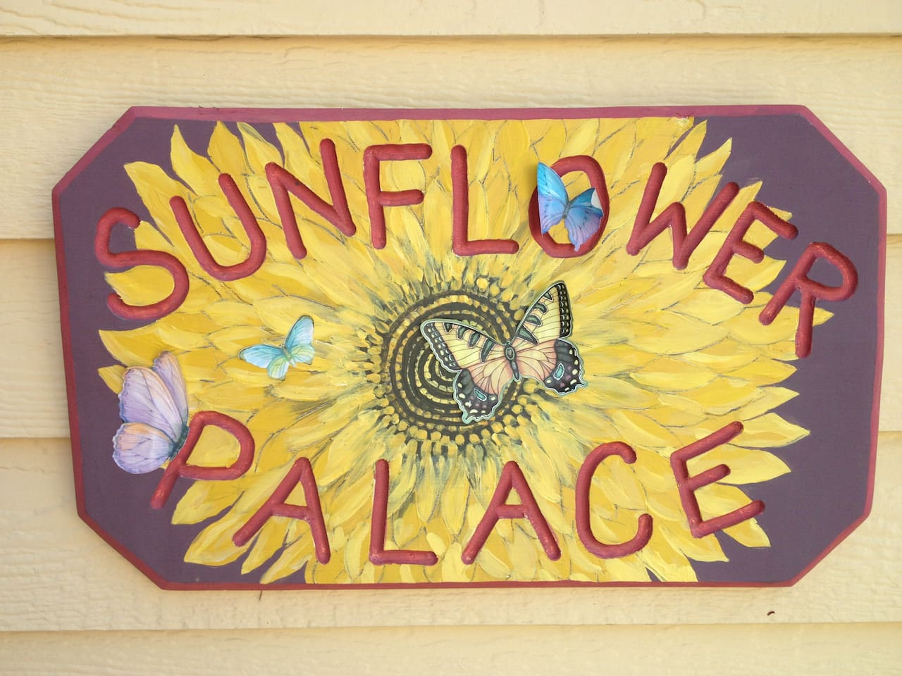 Welcome to the Sunflower Palace Treehouse