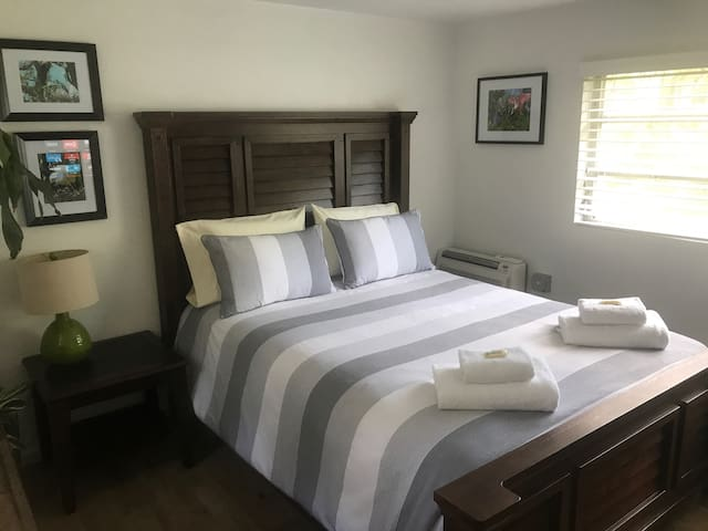 Private In-Law Suite - 1 mile from UF campus