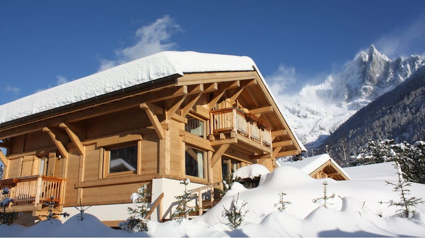 Beautiful chalet Walker. Great view & sauna.