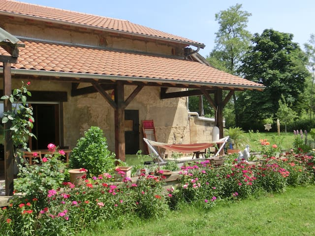Grande ferme (max. 6 couchages) - Condeissiat - House