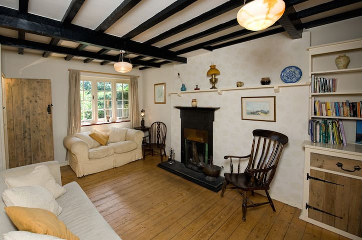 Arts & Crafts cottage, New Forest coastal Village - Lymington - Hus