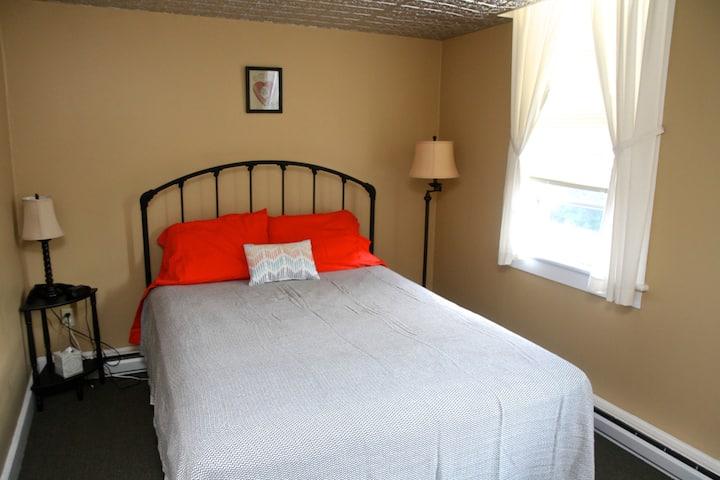 The Readsboro Inn -- MOCA Room (No. 6)