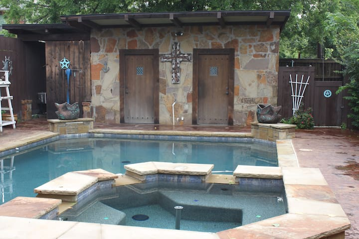 Historical Langley Guest Cottage,  Lake Grapevine