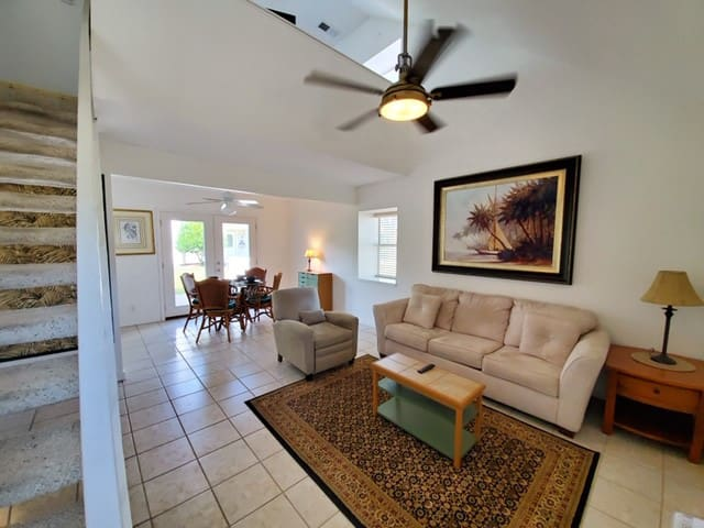 Golfing Green Condo near the Gulf Coast & beach.