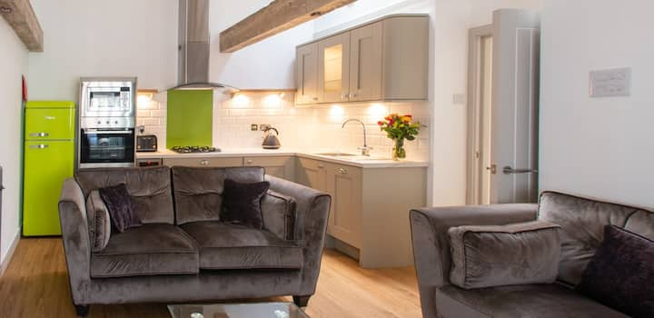1 bed Custom House. Plymouth Barbican. City Centre