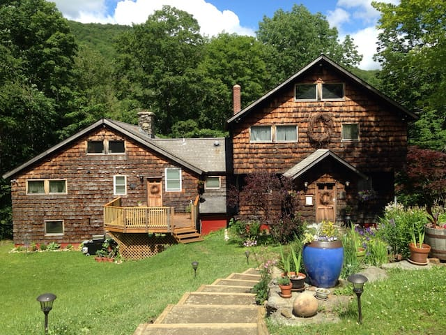 The Warren Falls Inn: Room Two
