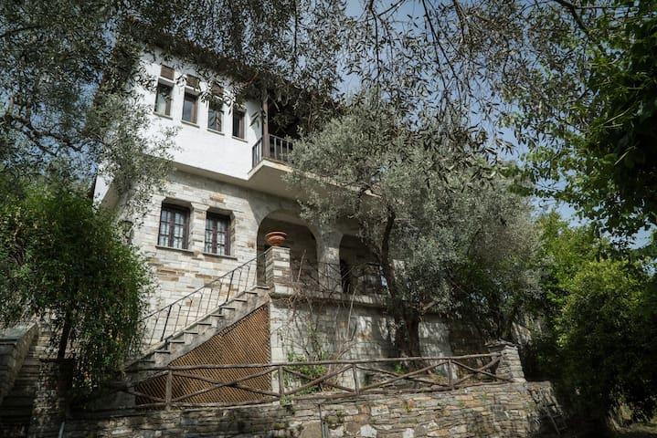 Vila Agrambeli with garden