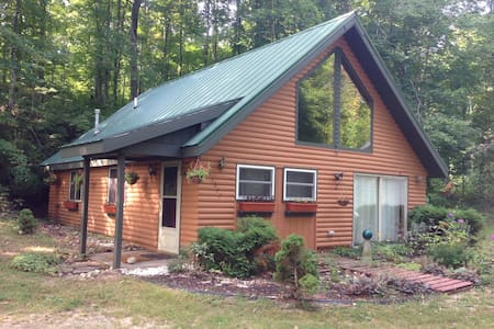 Comfy Cabin near Crystal Mountain & Interlochen - Beulah - Hytte