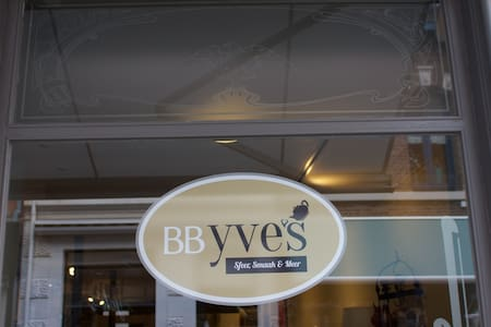 BB Yve's in the center of Roermond - Roermond - Inap sarapan