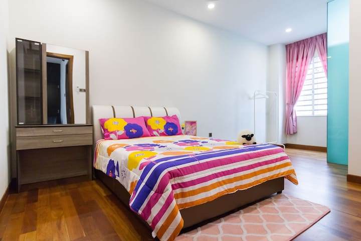 Bedroom 2 (Queen bed, dressing table, clothing rack, aircon)