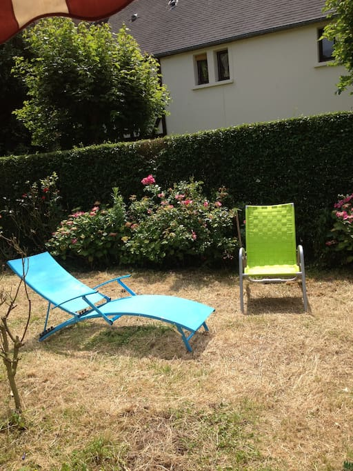 garden with deckchairs