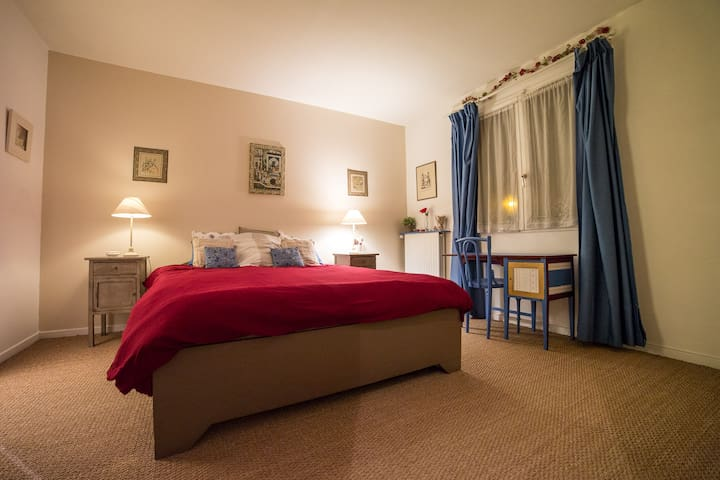 Between Paris and Disney: 5 rooms. - Saint-Thibault-des-Vignes - Dom