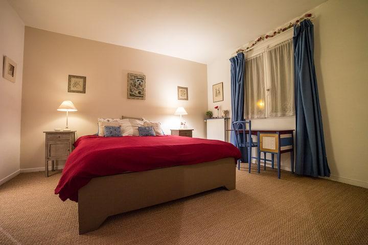 Between Paris and Disney: 5 rooms.