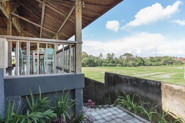 Authentic Bali Rice Hut w/ Green Paddy Fields #L1