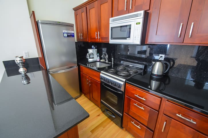 Central Park Life! Beautiful 1 Bed.