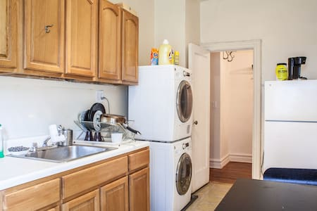 Our place is quiet and cute and very spacious . You have for your comfort heat, washer and dryer ( free of charge) , internet and cable . Its close to restaurants and grocery stores. Very cute neighborhood and very safe. It takes 22 min to Manhattan.